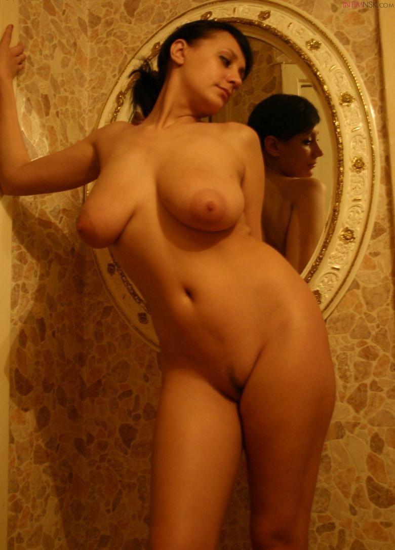 Грудастая голая частное фото жена фото